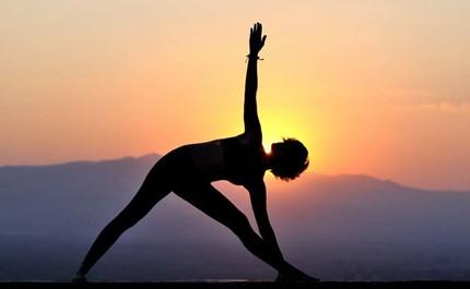 آموزش حرکات یوگا جهت کاهش استرس